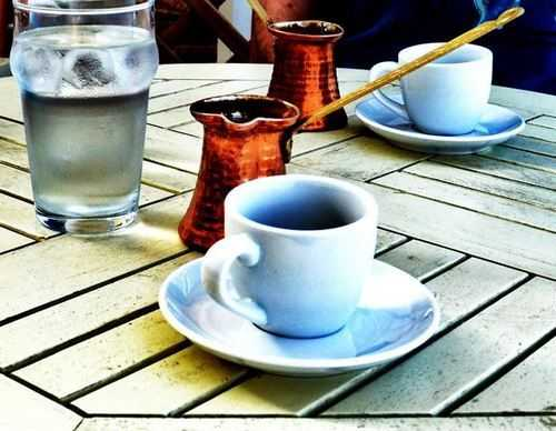 запивать кофе холодной водой