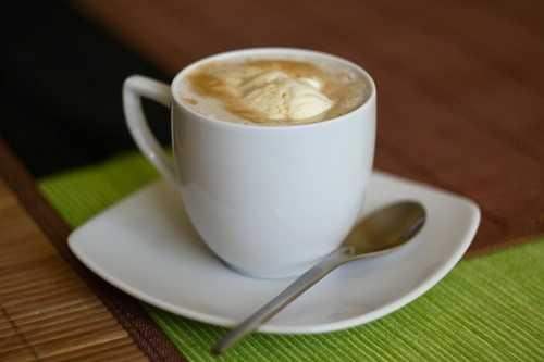 кофе с мороженым и сливками