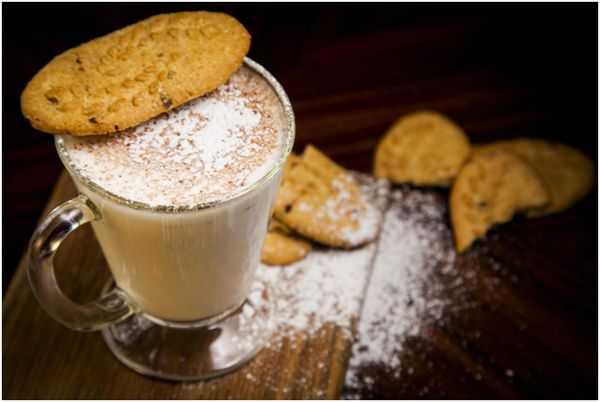 чай латте и печенье