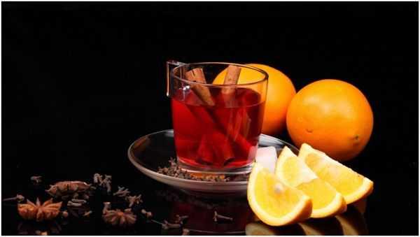 чай с апельсином и палочками корицы