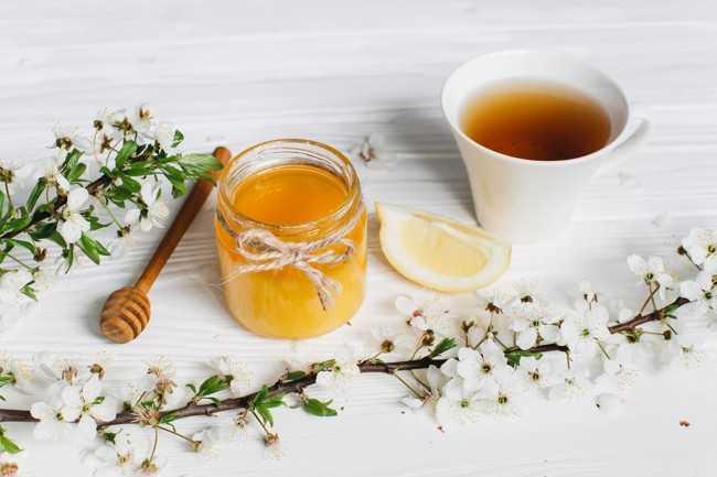чай с медом в баночке