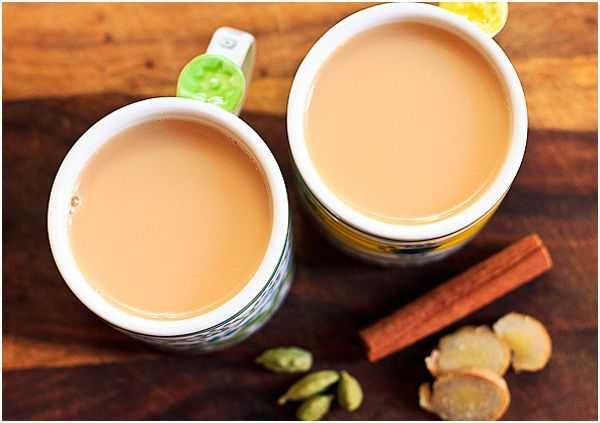 чай с молоком и пряностями