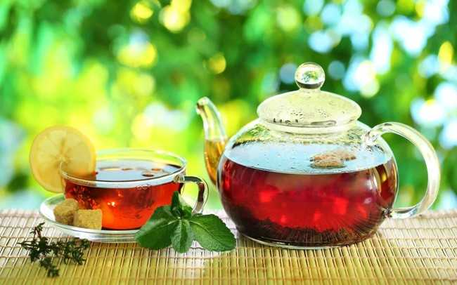 чайник и чашка чая