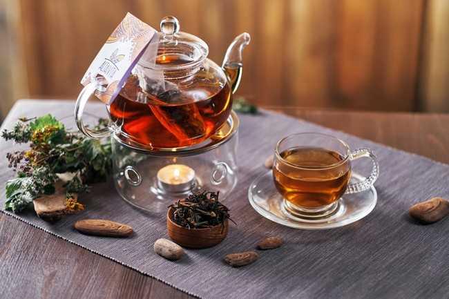 чайник с алтайским чаем