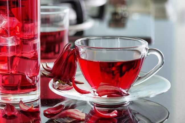 чашка с чаем каркаде