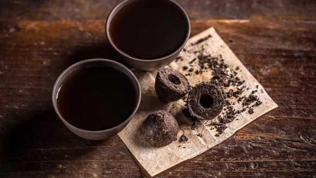чашки с чаем пуэр