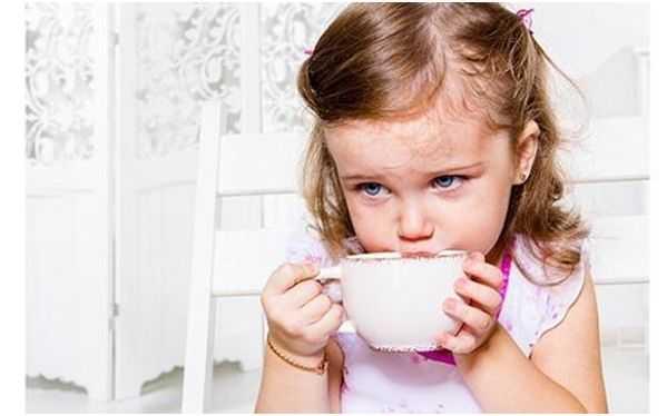 девочка с чаем
