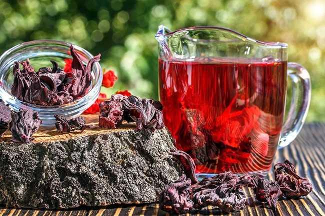 графин с чаем каркаде