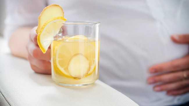 имбирный чай пьет беременна