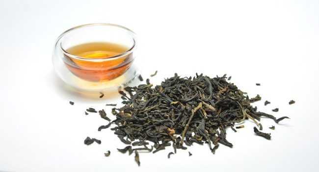 листья и чай дянь хун
