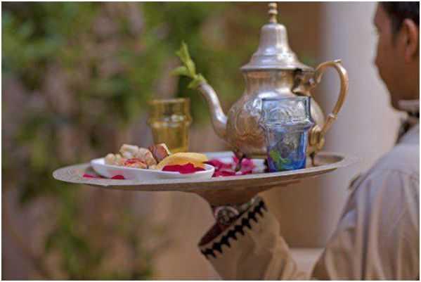 марокканский чай на подносе