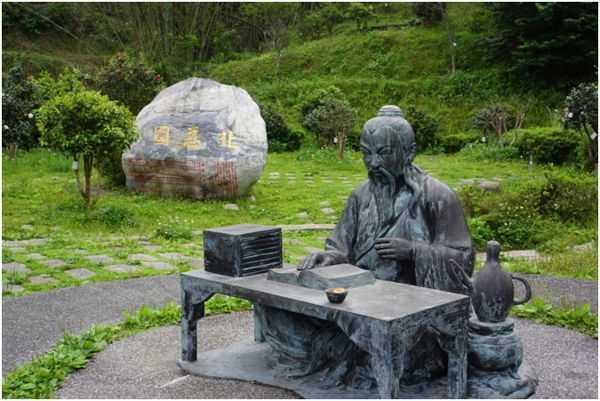 памятник Лу Юй