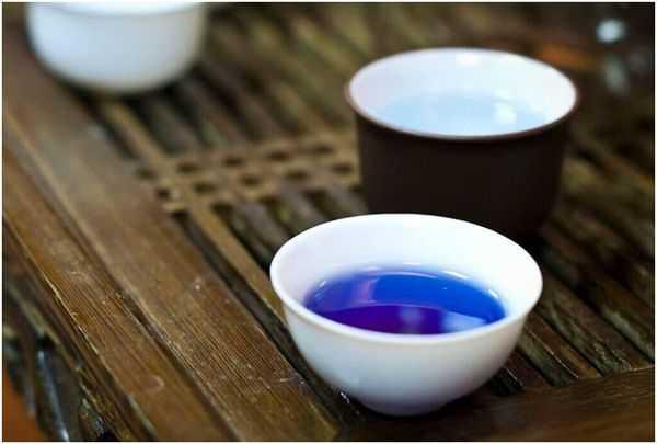 пурпурный чай в пиалке
