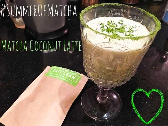 стакан матча с кокосовым молоком