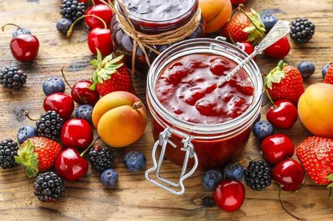 варенье и фрукты