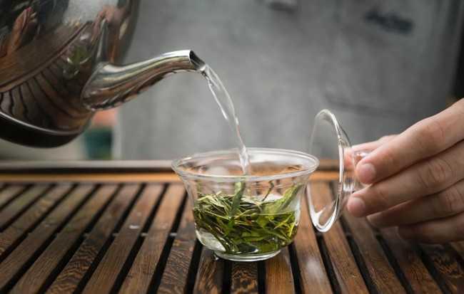 заваривают белый чай