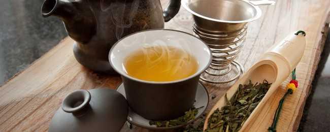заварник и чашка чая улун