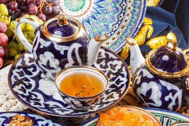 заварник и чашка узбекского чая