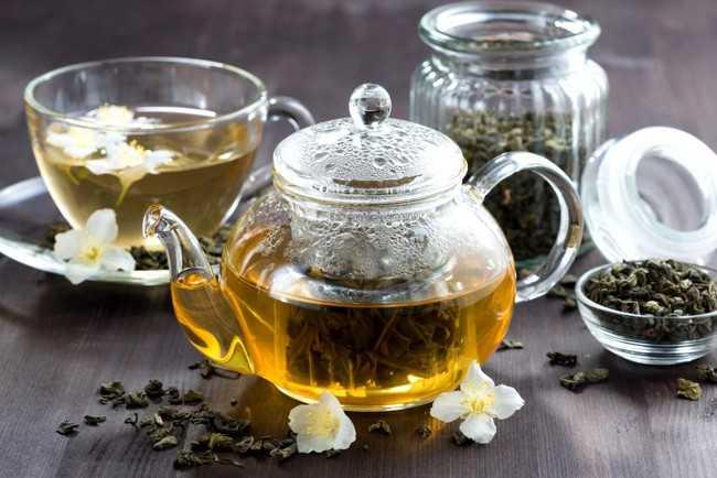 заварник с зеленым чаем
