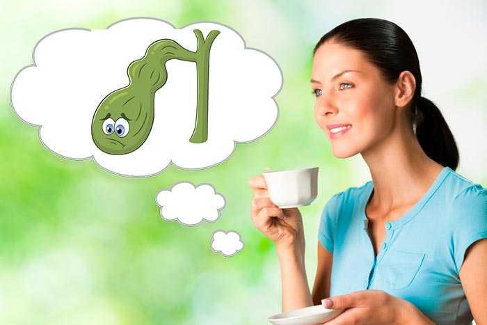 девушка пьет кофе при холецистите