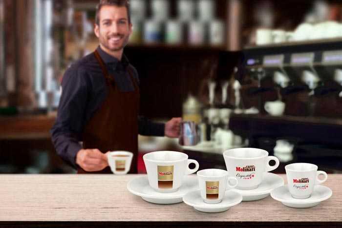 чашки в кофейне
