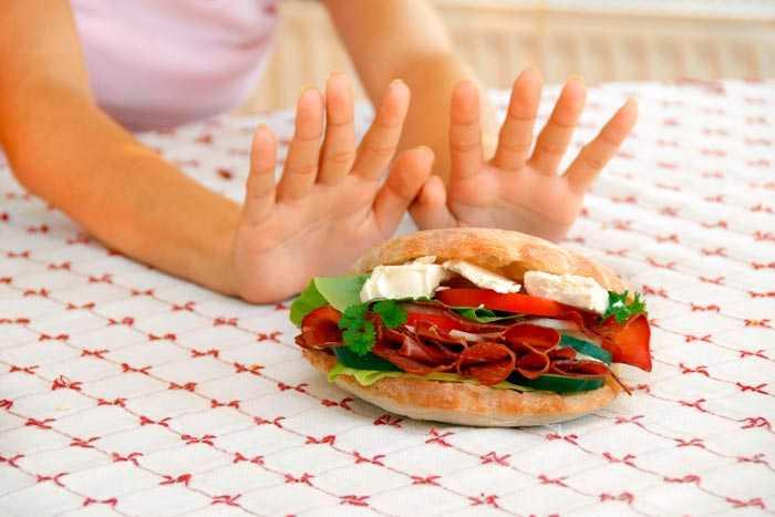 отказывается от бутерброда