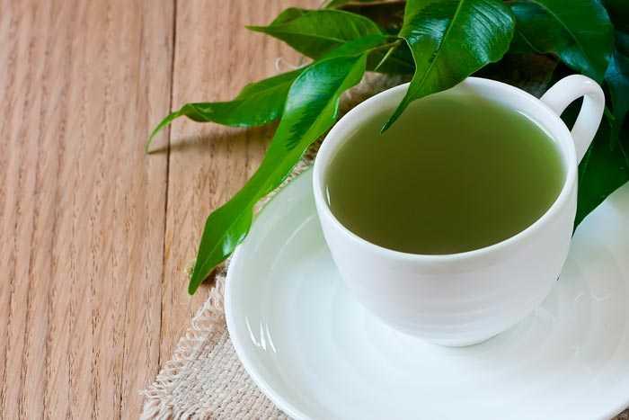 зеленый кофе в чашке